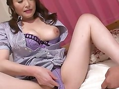Asian amateur milf getting fingered b y her doctor